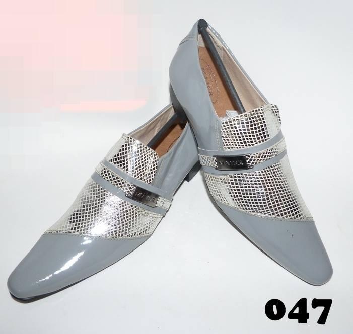 Sapatos clássico cinza com prata