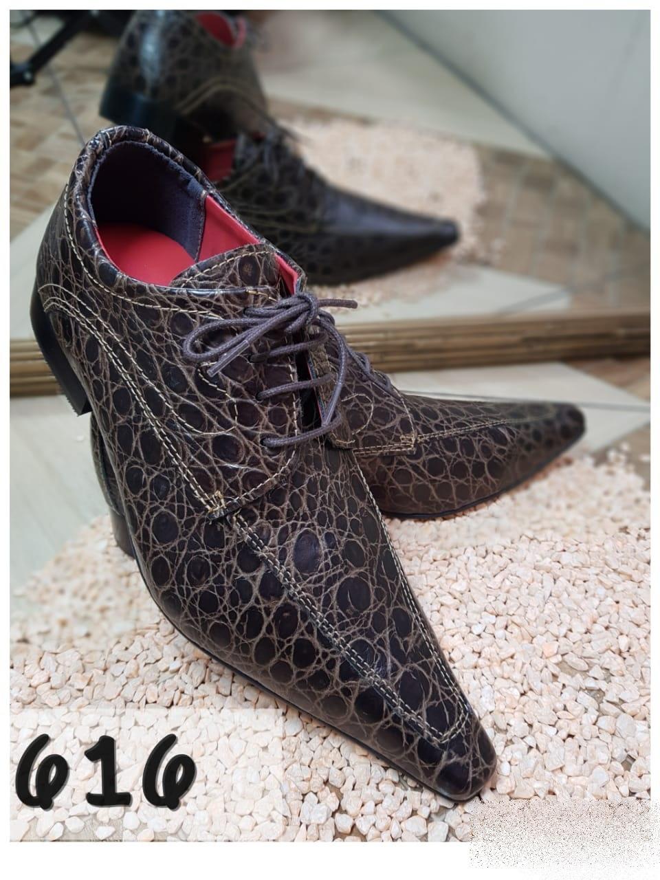 Sapatos social clássico em marrom textura com bico extra fino
