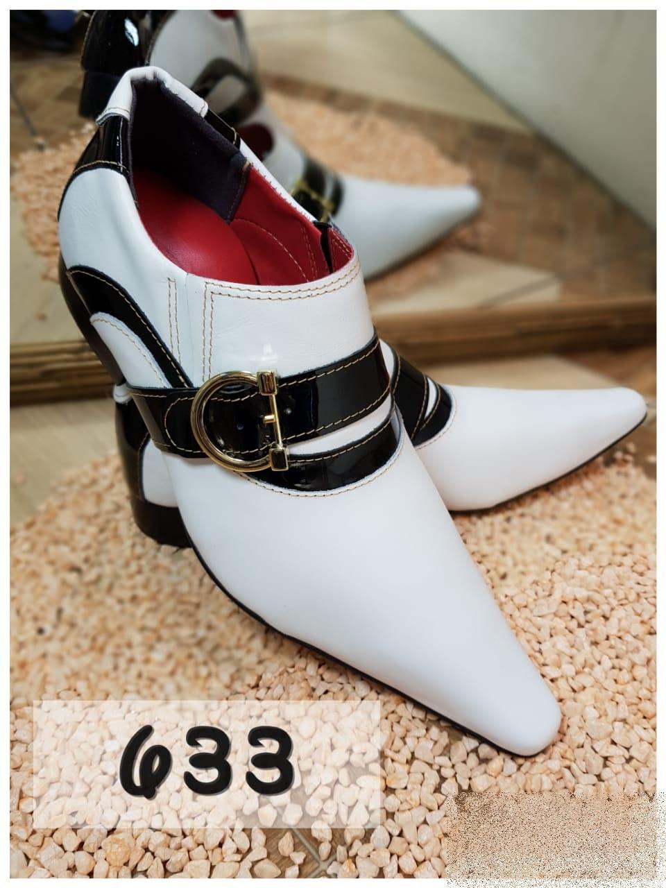 Sapatos social clássico em preto e branco com bico fino