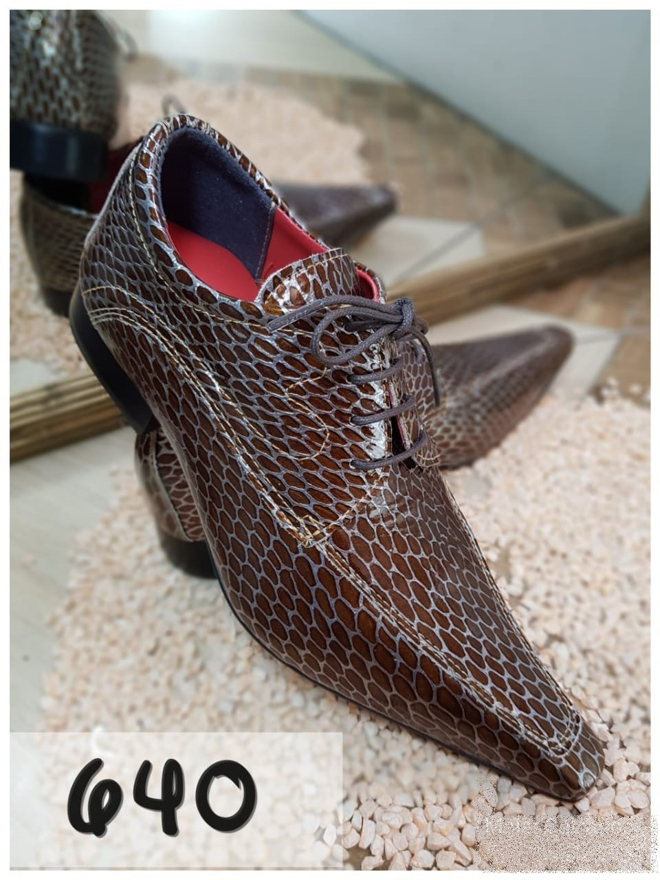 Sapatos social marrom com bico extra fino