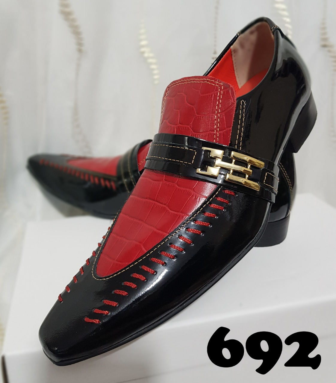 1fa5b4b6c1 ... verniz preto e croco vermelho 692. 🔍 Liquidação! Sapatos sociais sem  cadarço 692