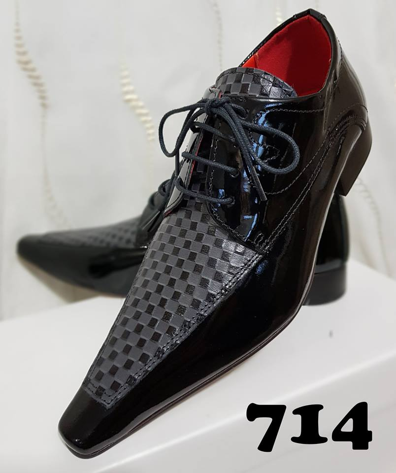Sapatos sociais com cadarço verniz preto e trice cinza 714