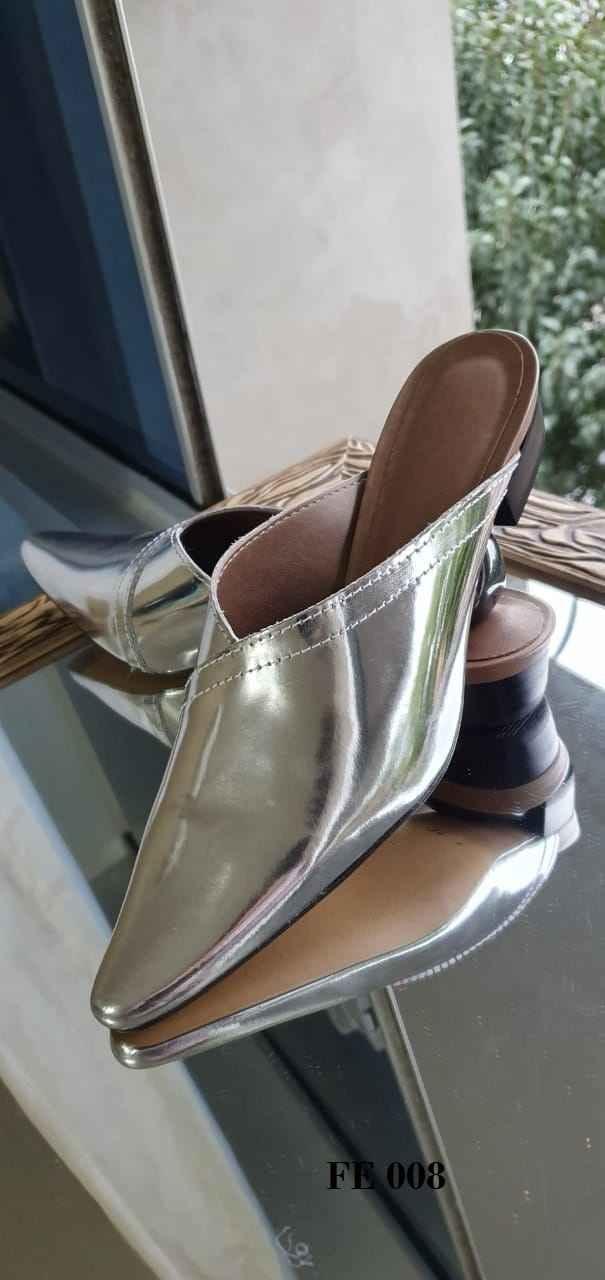Mules envelope em couro prata verniz liso FE008