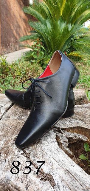 Sapatos sociais com cadarço em couro preto escovado 837