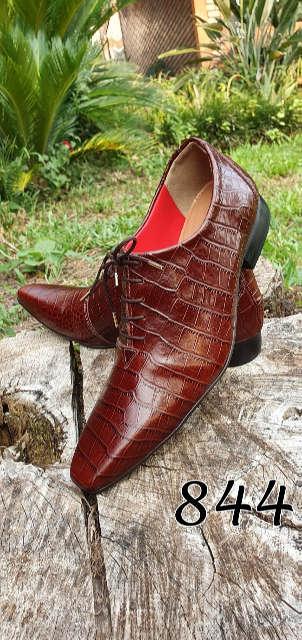 Sapatos sociais com cadarço em couro croco vermelho marsala 844