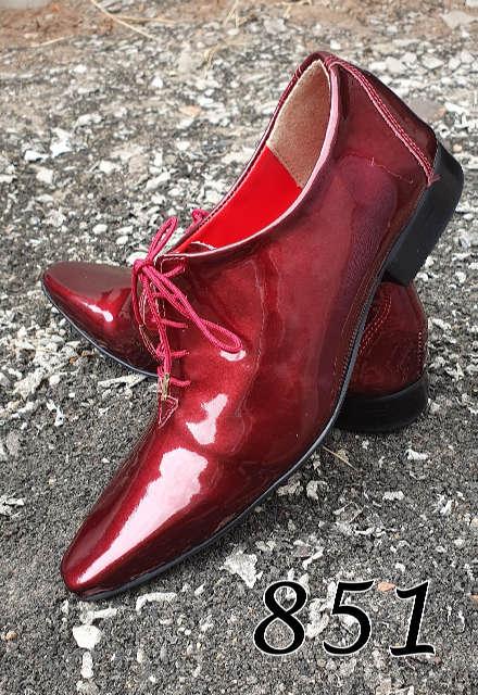 Sapatos sociais com cadarço em couro verniz vinho 851
