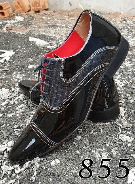 Sapatos sociais com cadarço em couro verniz preto e croco cinza 855