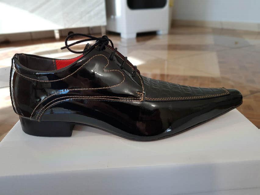 Sapatos sociais com cadarço em couro verniz preto e croco preto 673