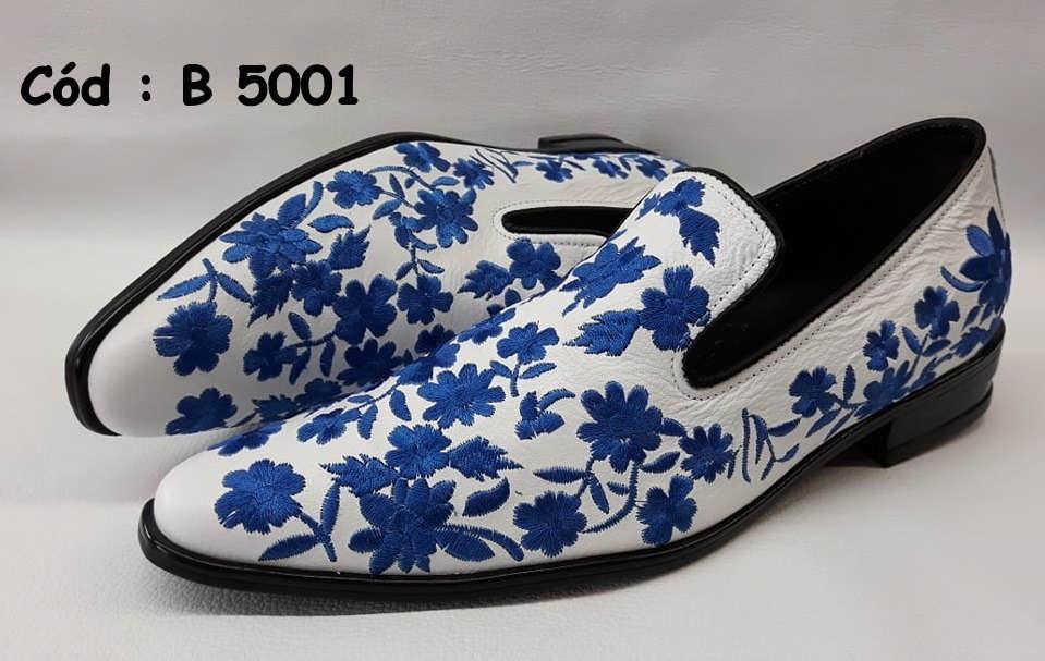 B5001 sapatos em couro branco com bordado azul