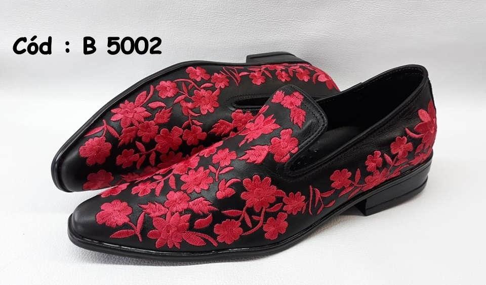 Sapatos sociais em couro preto com bordado vermelho B5002