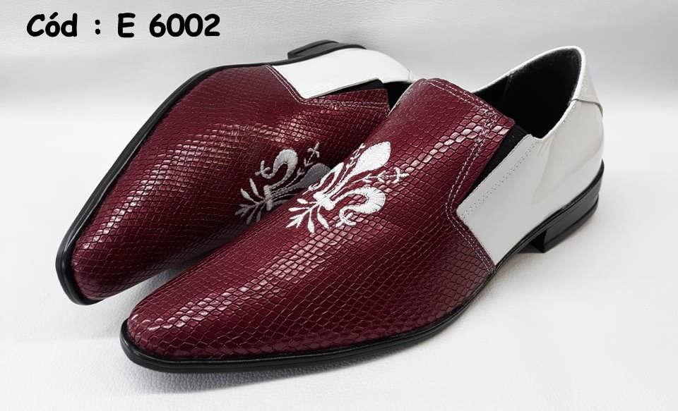 E6002 sapatos em couro branco e vermelho com bordado branco