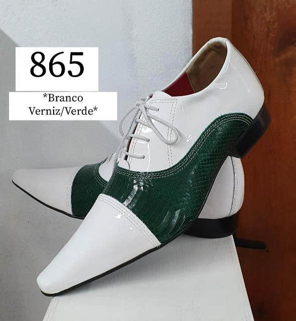 Sapatos sociais com cadarço em couro verniz branco e croco verde 865
