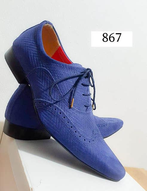 Sapatos sociais com cadarço em couro croquinho azul