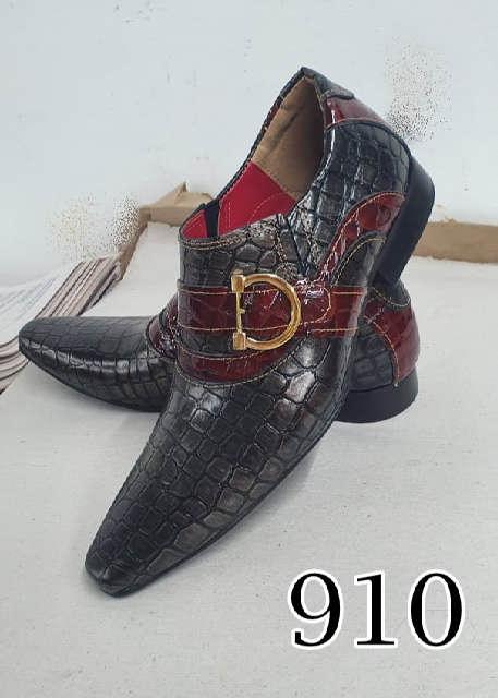 Sapatos sociais sem cadarço em couro croco cinza croco vermelho 910