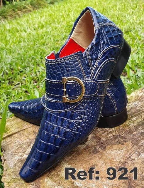 Sapatos sociais sem cadarço em couro croco azul 921