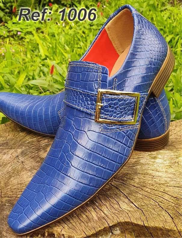 Sapatos sociais sem cadarço em couro croco azul