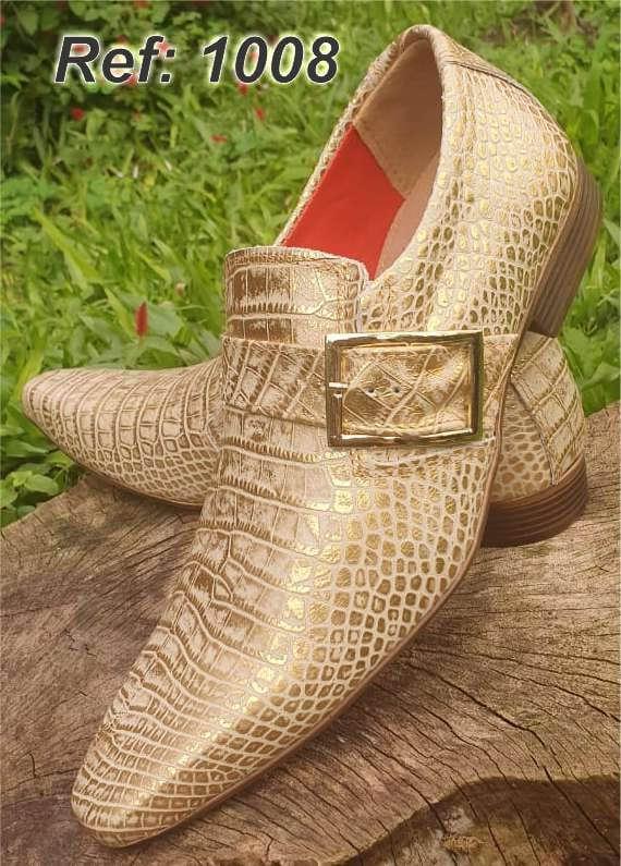Sapatos sociais sem cadarço em couro estilo croco dourado 1008