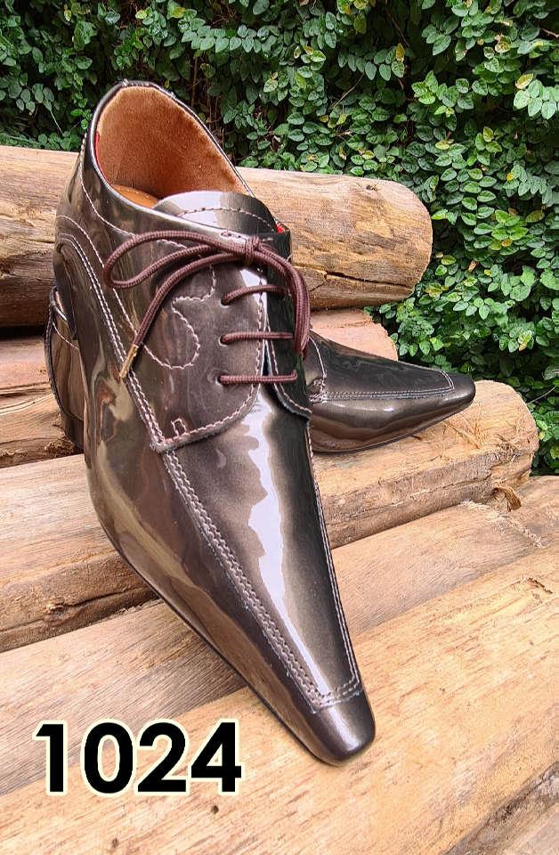Sapatos sociais com cadarço em couro estilo verniz marrom 1024