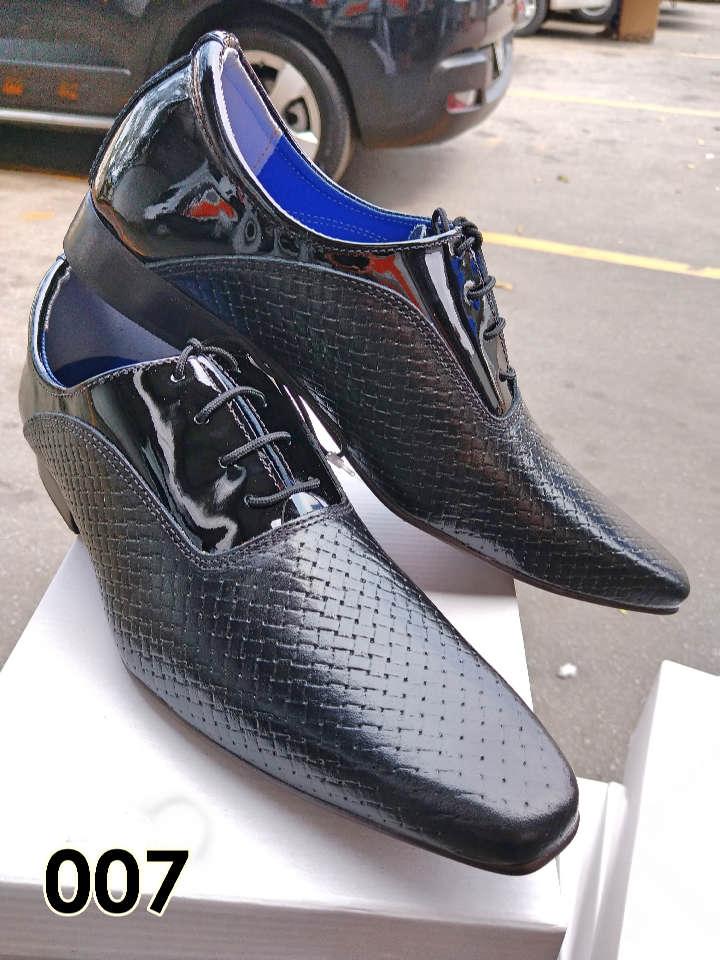 Sapatos sociais com cadarço em couro trice preto e verniz preto