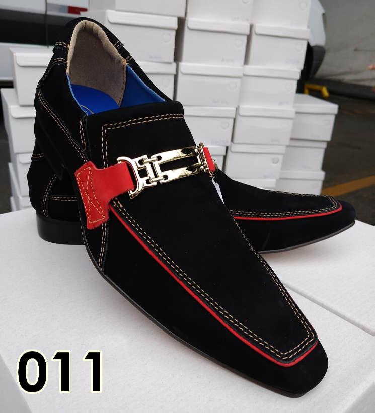 Sapatos sociais sem cadarço em nobuck preto e detalhe vermelho 011