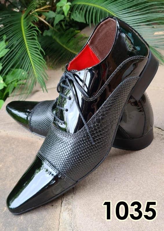 Sapatos sociais com cadarço em couro preto verniz e preto cobra 1035