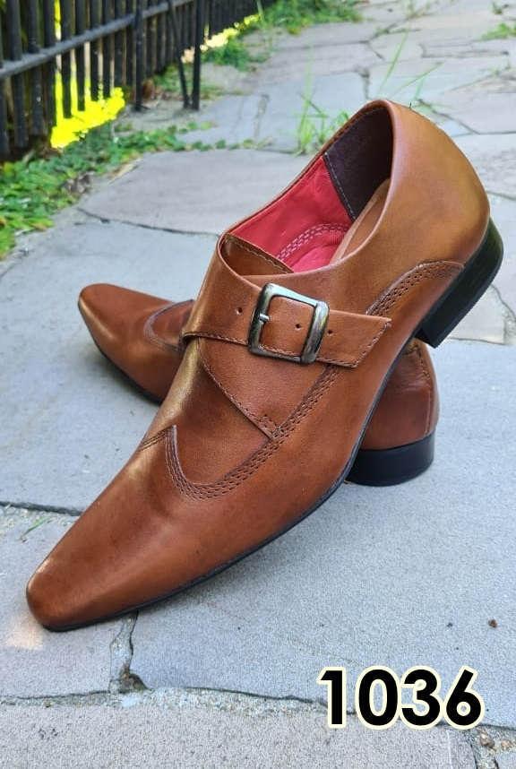 Sapatos sociais sem cadarço em couro marrom escovado 1036