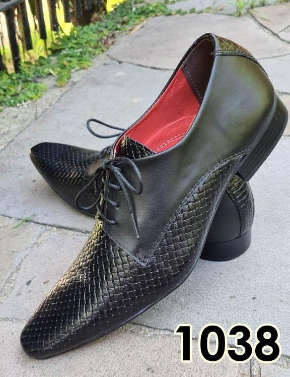 Sapatos sociais com cadarço em couro preto fosco e preto textura 1038