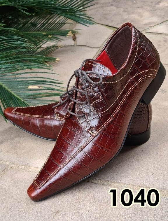 Sapatos sociais com cadarço em couro croco vinho 1040