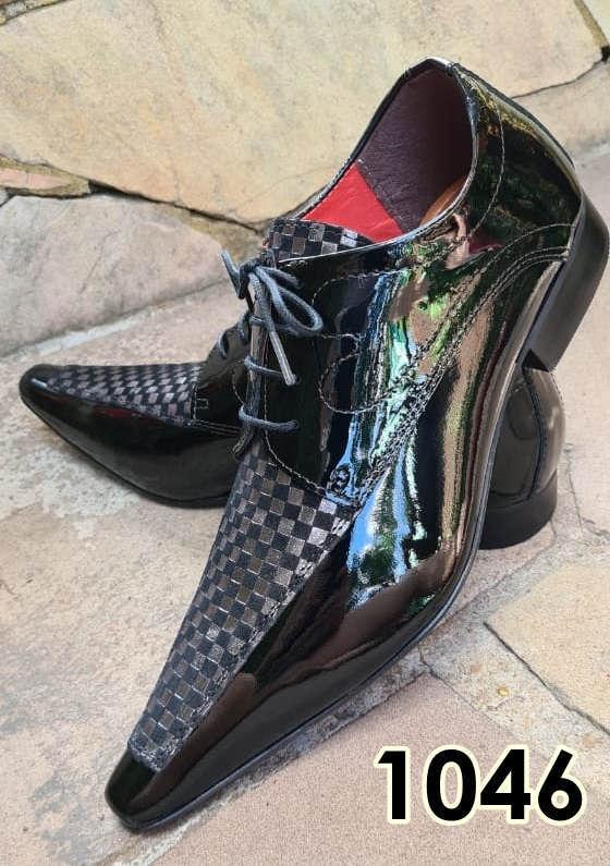 Sapatos sociais com cadarço em couro preto verniz e preto cinza texturas