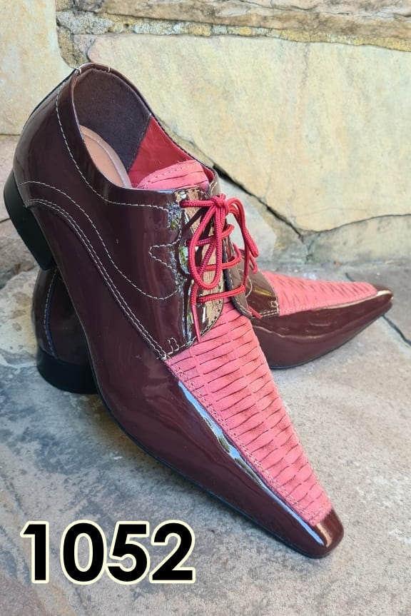 Sapatos sociais com cadarço em couro vinho e vermelho textura 1052