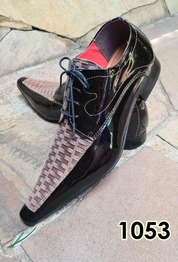 Sapatos sociais com cadarço em couro preto e marrom texturas 1053
