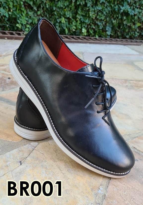 Sapatos brogue com cadarço em couro preto fosco BR001