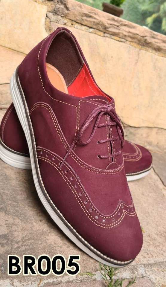 Sapatos brogue com cadarço em couro vinho nobuck BR005