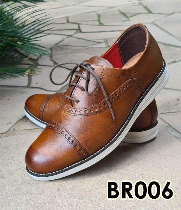 Sapatos brogue com cadarço em couro marrom verniz BR006