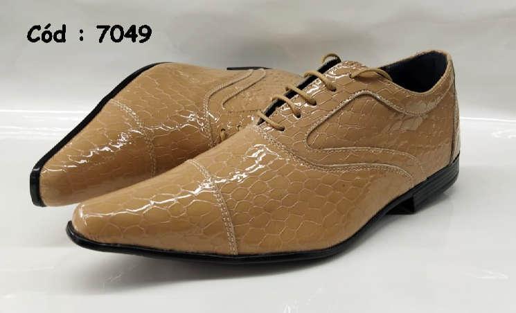 Sapatos com cadarços em couro marrom croco