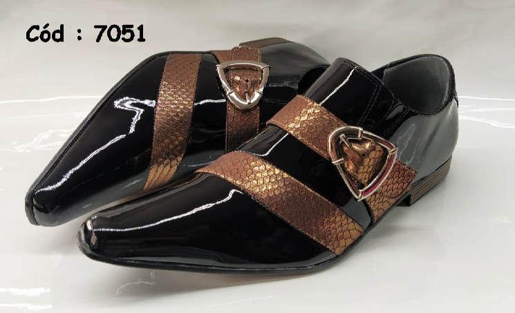 Sapatos sociais em couro preto e bronze textura
