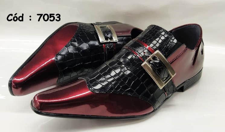 Sapatos sociais em couro vermelho vinho e preto croco