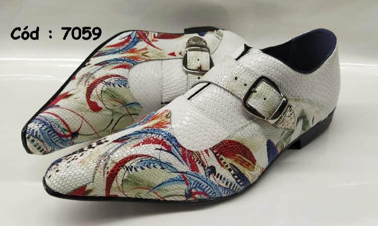Sapatos sociais em couro branco com multi cores