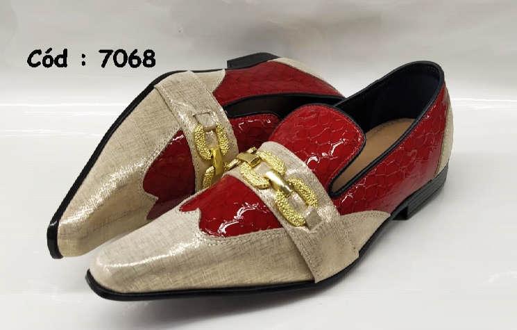 Sapatos sociais mocassim em couro vermelho e tecido dourado anz7068
