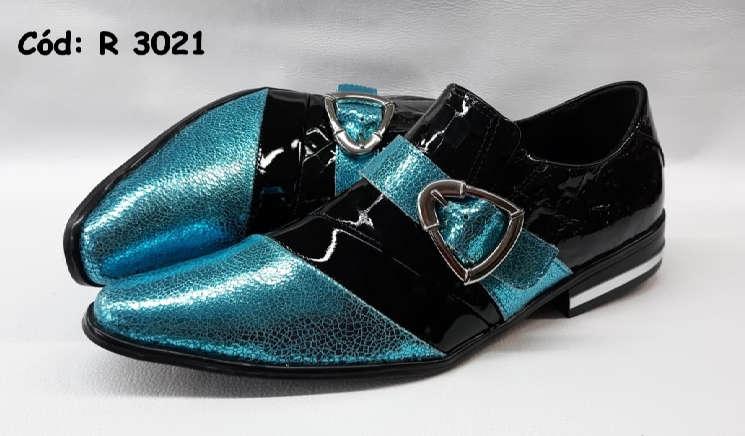 Sapatos sem cadarços em couro preto e azul brilhoso r3021
