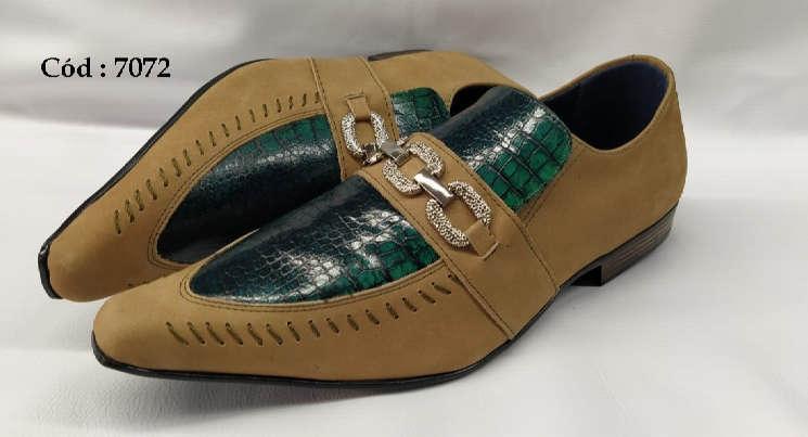 Sapatos sociais em couro marrom fosco e verde preto cobra