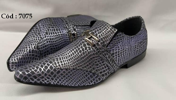 Sapatos sociais em couro preto e roxo textura anz7075
