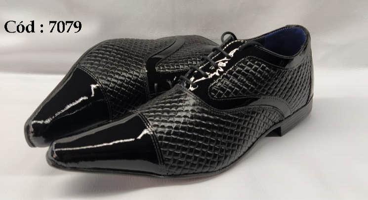 Sapatos com cadarços em couro preto textura anz7079