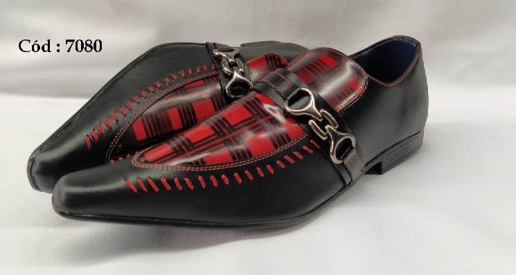 Sapatos sociais em couro preto e vermelho textura anz7080