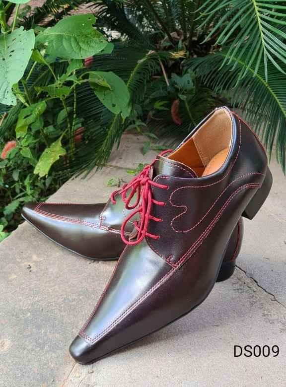 Sapatos sociais com cadarço em couro fosco vinho DS009