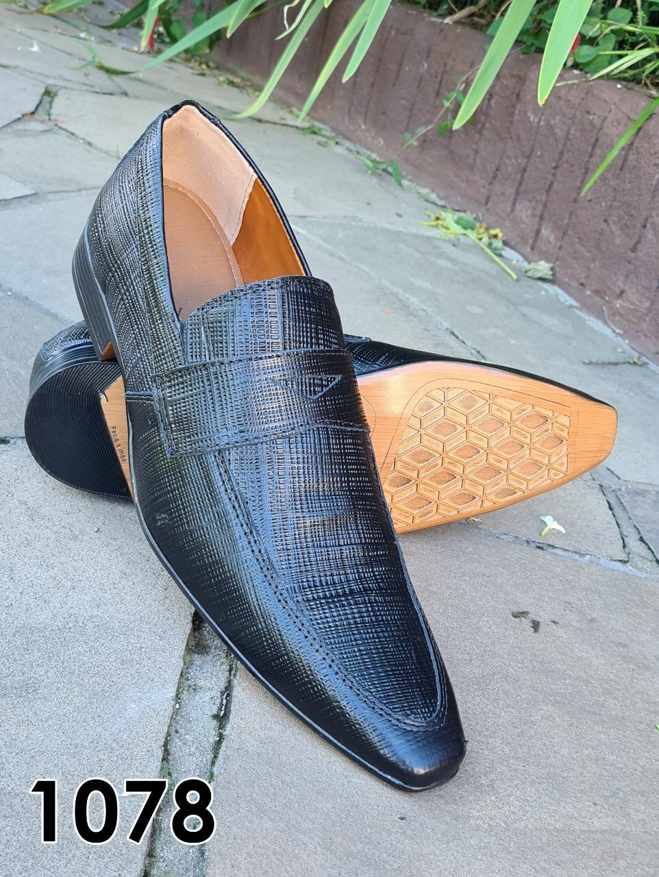 Loafers sociais sem cadarço em couro preto