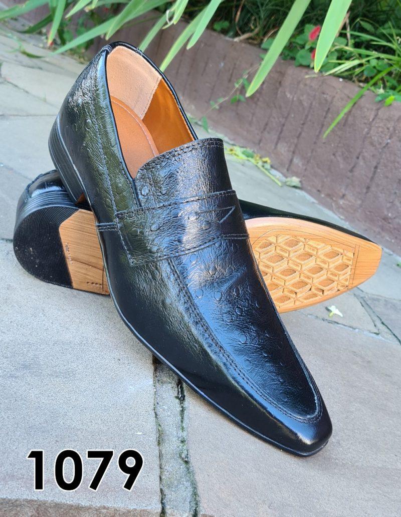 Loafers sociais sem cadarço em couro avestruz preto