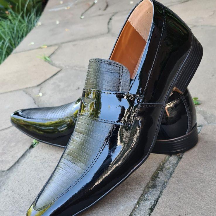 Loafers sociais sem cadarço em couro preto e preto verniz