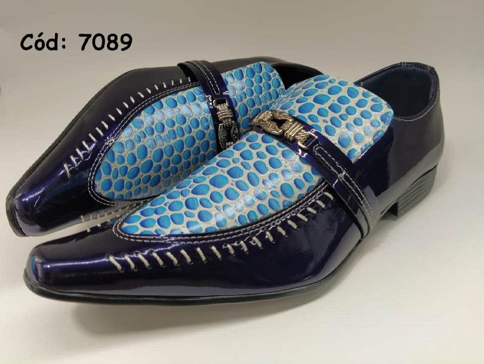Sapatos sociais em couro verniz azul detalhes gotas agua anz7089